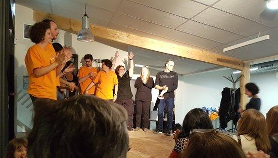 Gelos, Francja: Soirée théâtre avec la compagnie La Boîte à idées