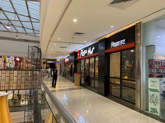 Astounding Pizza Hut Mumbai Phoenix Marketcity Mall 79 80 1St Home Remodeling Inspirations Genioncuboardxyz