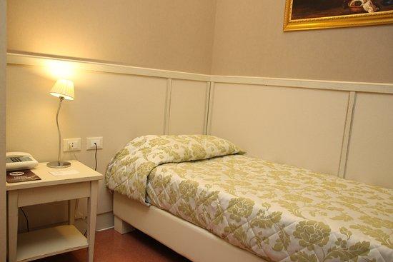 Dnb House Hotel: Single room