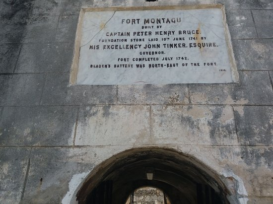 Fort Montagu: Over the entrance