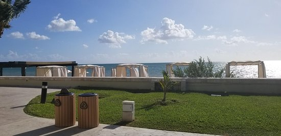 Moon Palace Cancun: ocean view along the walk to Sunset from The Grand