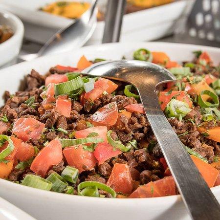 Cores e sabores vocês sempre irão encontrar aqui 😉 ________________________🌱 Sexta e Sábado é dia do nosso jantar composto agora de pratos a là carte a partir de R$49 e do Grand Buffet Mediterrâneo especial... A partir das 19hs