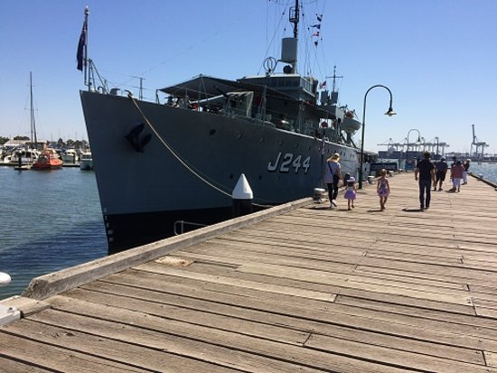 Williamstown, Austrália: HMAS  Castlemaine at Gem Pier