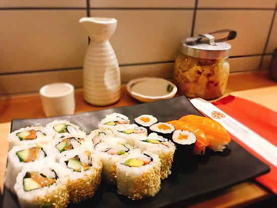 Sushi Sano: 🥢нappιneѕѕ ιѕ.......... a ѕυѕнι daтe 🍣🍱
