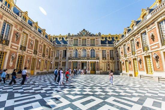 Tours of Paris