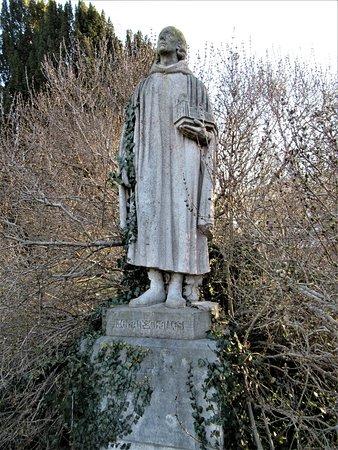 Chelles, Frankrig: La statue sur son socle