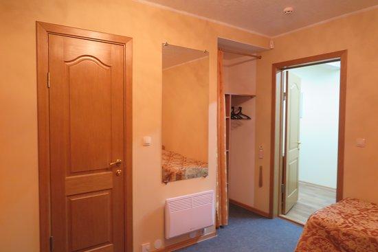 ทุกๆห้องพักจะมีขนาดความกว้างห้องมาตรฐาน อยู่ที่ 17 ตารางเมตร  เท่ากันหมดครับ