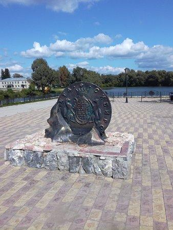 Suzun, روسيا: Памятник монетке