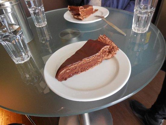 Lissabons spårvagn 28: rundtur Campo de Ourique med mat och kultur: 'Best Chocolate Cake in the World'!
