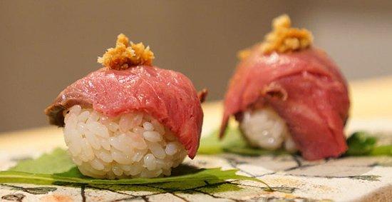 ローストビーフの手まり寿司(2個)¥500