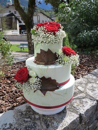 Hochzeitstorte Fondant mit echten Blumen
