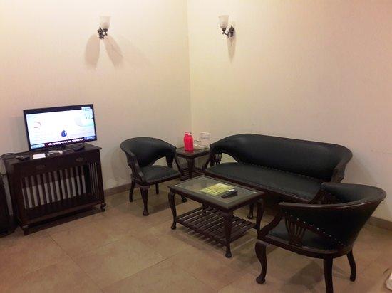 Phenomenal Sofa Set Flat Screen Tv Set Top Box In The Room Picture Download Free Architecture Designs Scobabritishbridgeorg