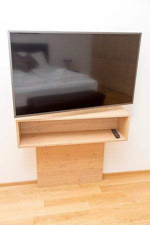 Nadland Apartment Wehlistrasse: Bedroom TV