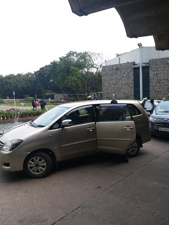 India International Centre: This is the photograph of the area where people and visitors alight out of their cars in the main building of the centre