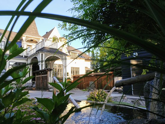 Sento Spa: Vue sur la villa depuis le bain froid