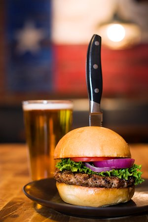 Lone Star Texas Grill: Burger and a beer