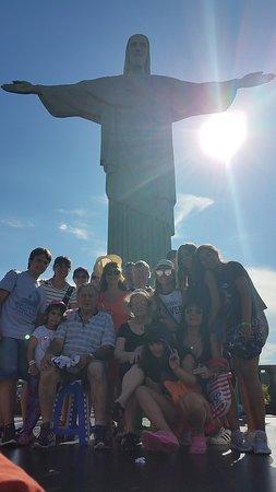 Rio de Janeiro, RJ: El grupo en el Cristo del Cordovado. Fotografia obra de nuestra guía Natalí.