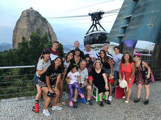 Rio de Janeiro, RJ: Ahora en el Pan de Azucar. Obviamente con los banquitos de los abuelos. Por eso bautizado el grupo del banquito.