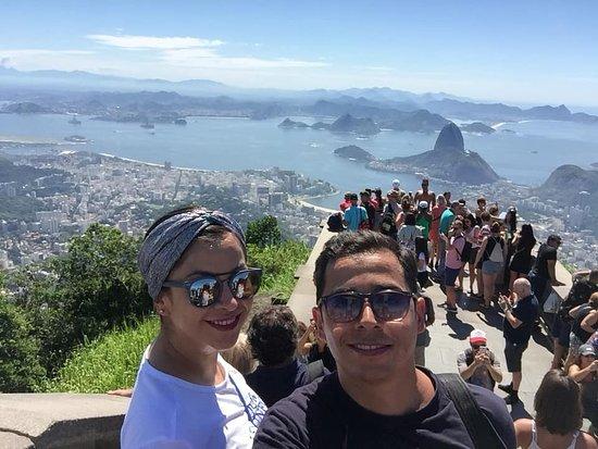 Rio de Janeiro, RJ: Vista de Rio desde la cima del Corcovado a los pies del Cristo redentor