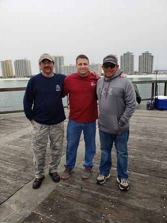 Navarre Beach Fishing Pier: Watching and meeting members the True Blue team.