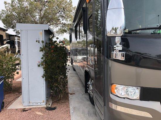 Oasis Las Vegas RV Resort : Could just get the door open. Could not open slide