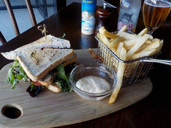 Biagio's Open Sandwich (tuna/salad) with chips
