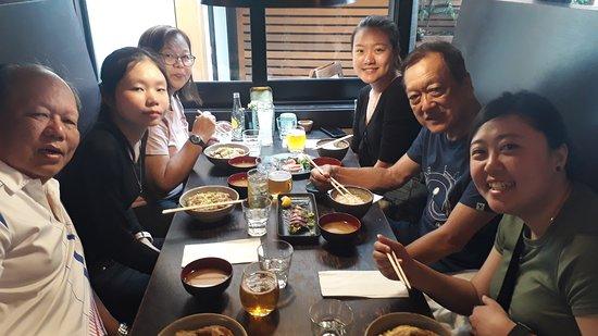 Tanoshi Teppan and Sake Bar: Place is a bit cramp but comfortable
