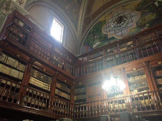 Palacio Clavijero y Biblioteca Universitaria