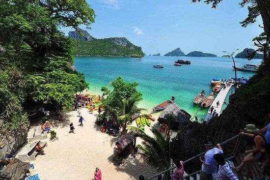 Snorkel and Kayak Tour to Angthong...
