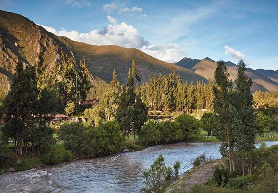 En el Valle Sagrado de los Incas, entre campos verdes   y altas montañas se encuentra las obras monumentales de la arquitectura incaica.