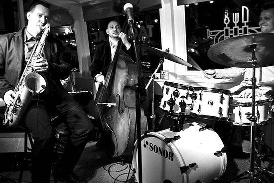 布拉格爵士船:廣受歡迎的晚間航程,帶現場爵士樂