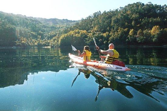 皮划艇和瀑布在国家公园徒步旅行,包括午餐