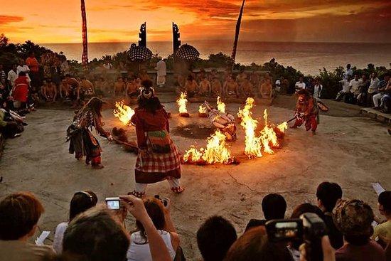 Templo de Uluwatu con baile de Kecak...