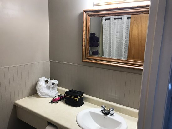 Swan River, Canada: Some updated photos of the nicely renovated motel. The old photos make this motel look awful. Do not be afraid to step here!
