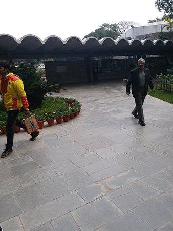 India International Centre: This is the picture of the beautiful main building and the way to go towards ground floor lounge of the main building. Governor Amolak Rattan Kohli