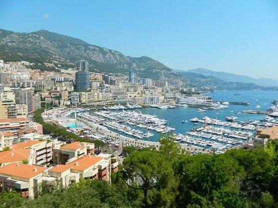Mónaco: Montecarlo fotografata dalla città vecchia