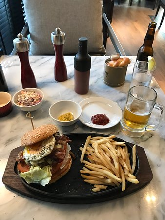 Awesome Burger - The Aussie (Minus the Beetroot)