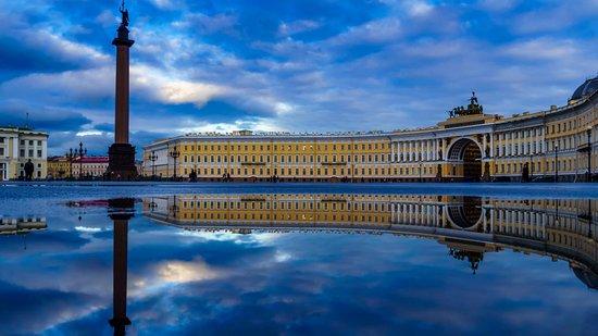 St. Petersburg, Russia: La Plaza del Palacio