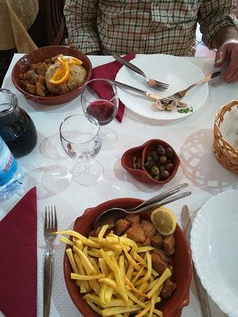Restaurante A Adega: Carne de porco à Alentejana (sem amêijoas) com batata frita e migas