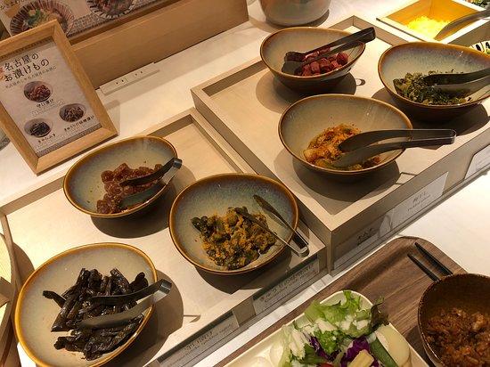 Vessel Hotel Campana Nagoya: 朝食ビュッフェ(名古屋のお漬物たち)