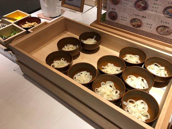 Vessel Hotel Campana Nagoya: 朝食ビュッフェ(きしめん)