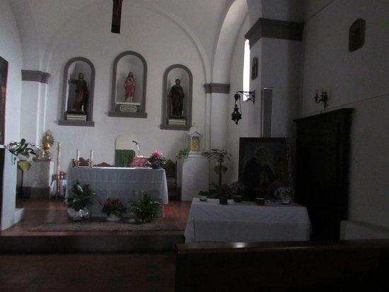 Vetulonia, Italy: interno chiesa