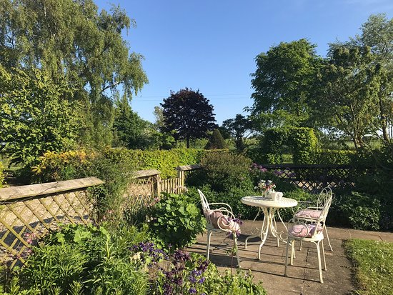 West Rudham, UK: Oyster house rooms and gardens