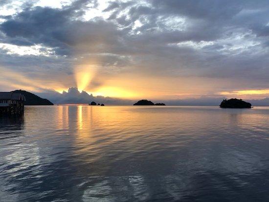 Konawe, Индонезия: sunrise view from our room