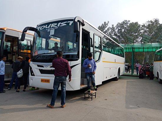 Kaushambi, Indie: Our bus