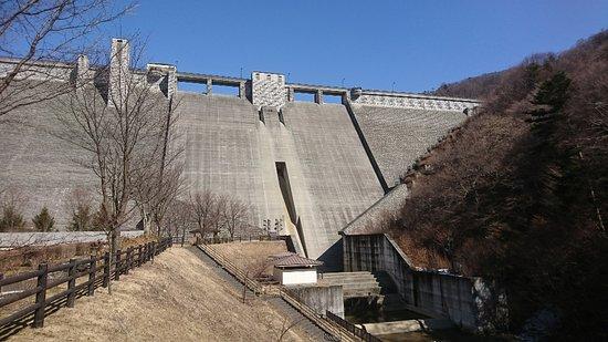 Nakanojo-machi, Japan: 聳え立つダムおがめます。