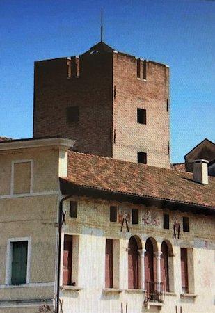 Oderzo, Taliansko: La massiccia Torre ....