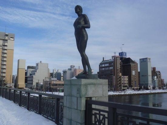 Aki Statue