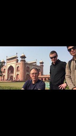 Private Full Day Taj Mahal and Fatehpur Sikri Tour from Delhi By Car: Taj Mahal main entrance