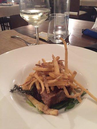 Migliaro, Italy: Fish and chips. Filetto di tonno e patate fresche fritte. Una delizia!